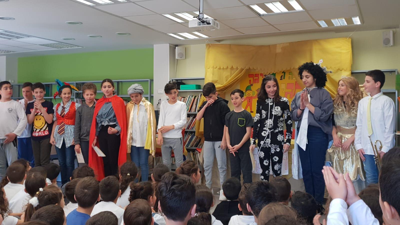 טקס ראש חודש אדר ב- בהובלת תלמידי כיתה ו