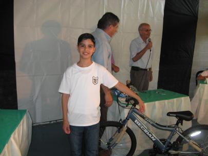 אוראל רעני הזוכה במקום הראשון עם האופנים