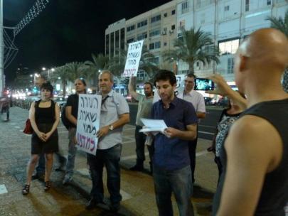מיצג השירה נשארת בחוץ! ככר רבין, 10 יוני, 2012